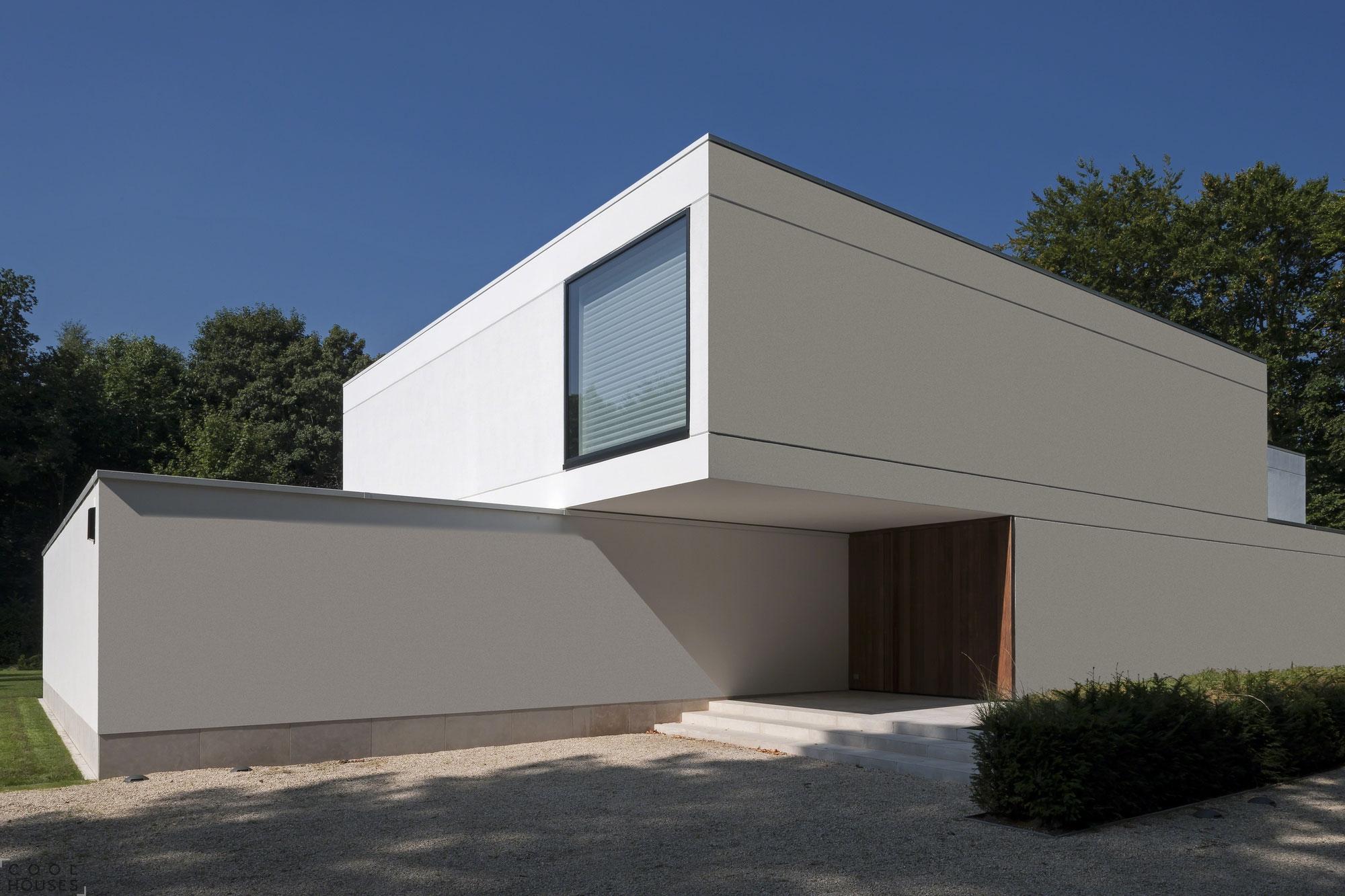 Классический минимализм на месте старого дома