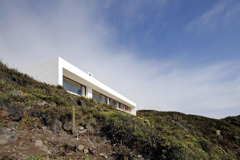 Современный дом в горах Чили
