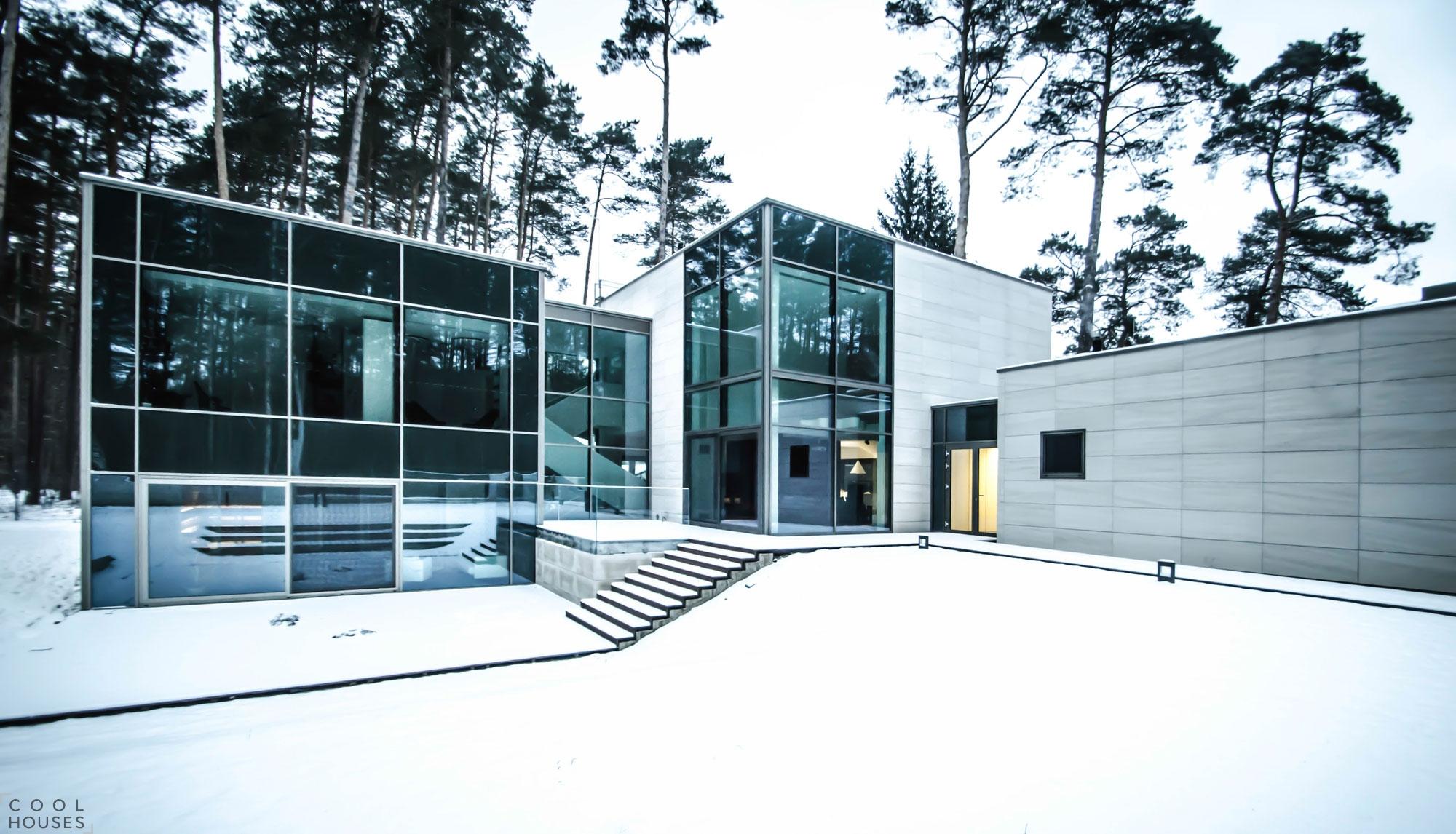 Современный загородный дом в Вильнюсе от Devyni Architektai