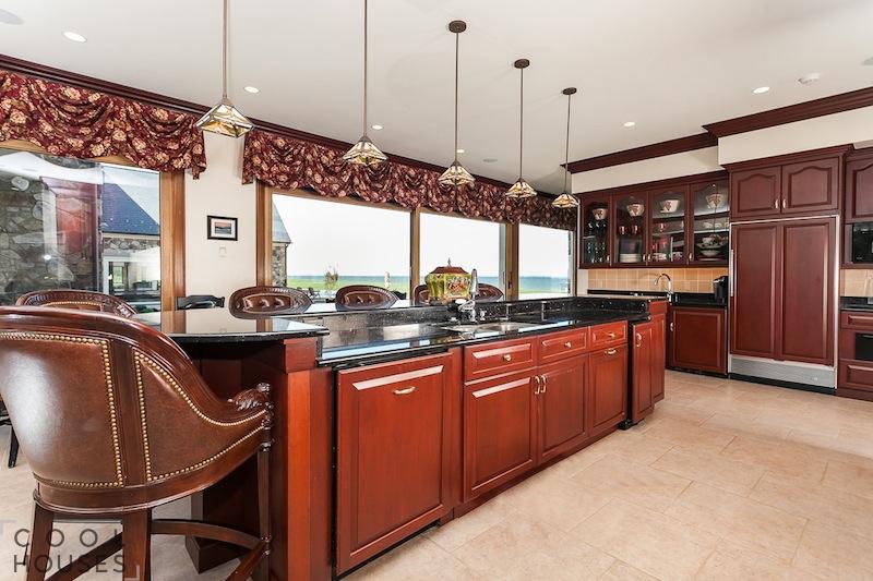 Великолепный дом на берегу залива, за 7$ млн.