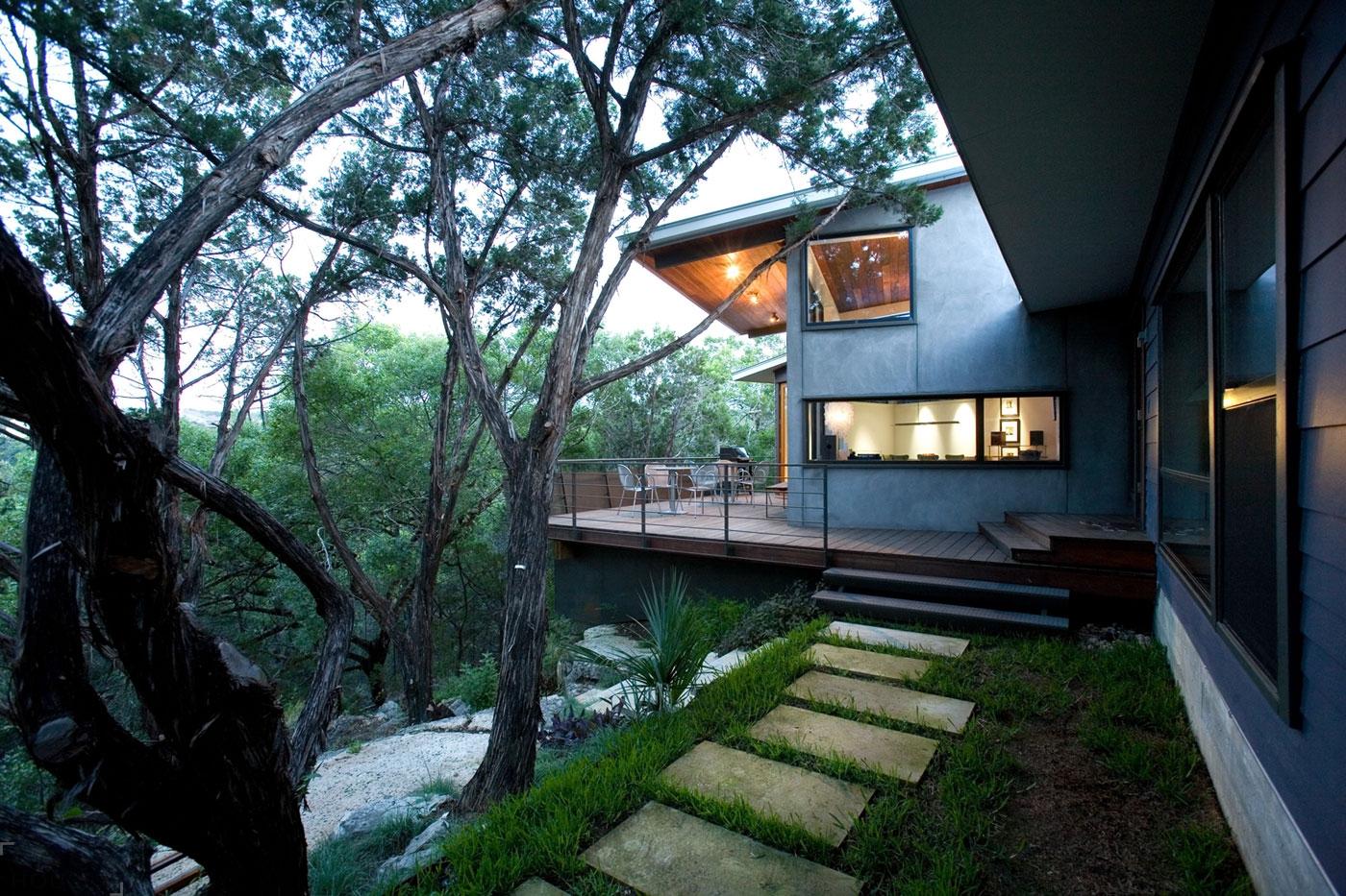 Современный дом на краю каньона в городе Остин, штат Техас, США