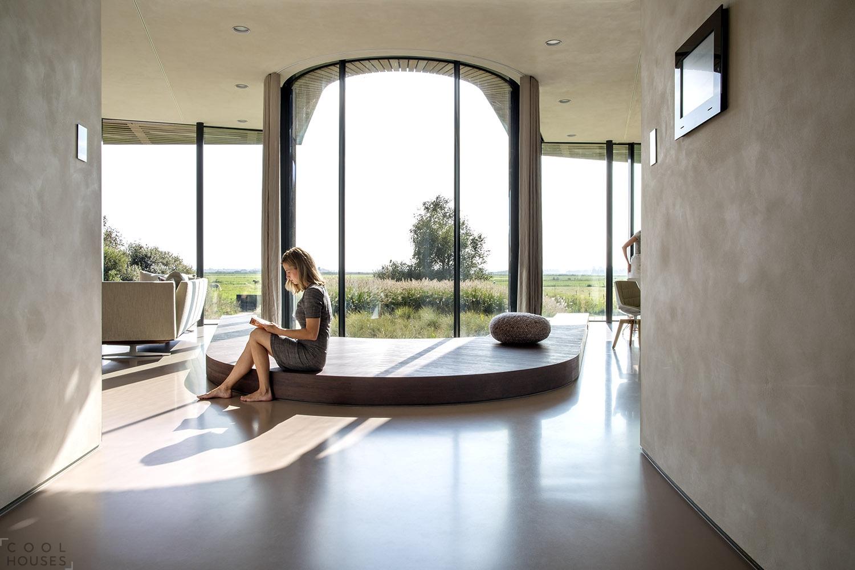 Современный дом с футуристическим дизайном на севере Голландии