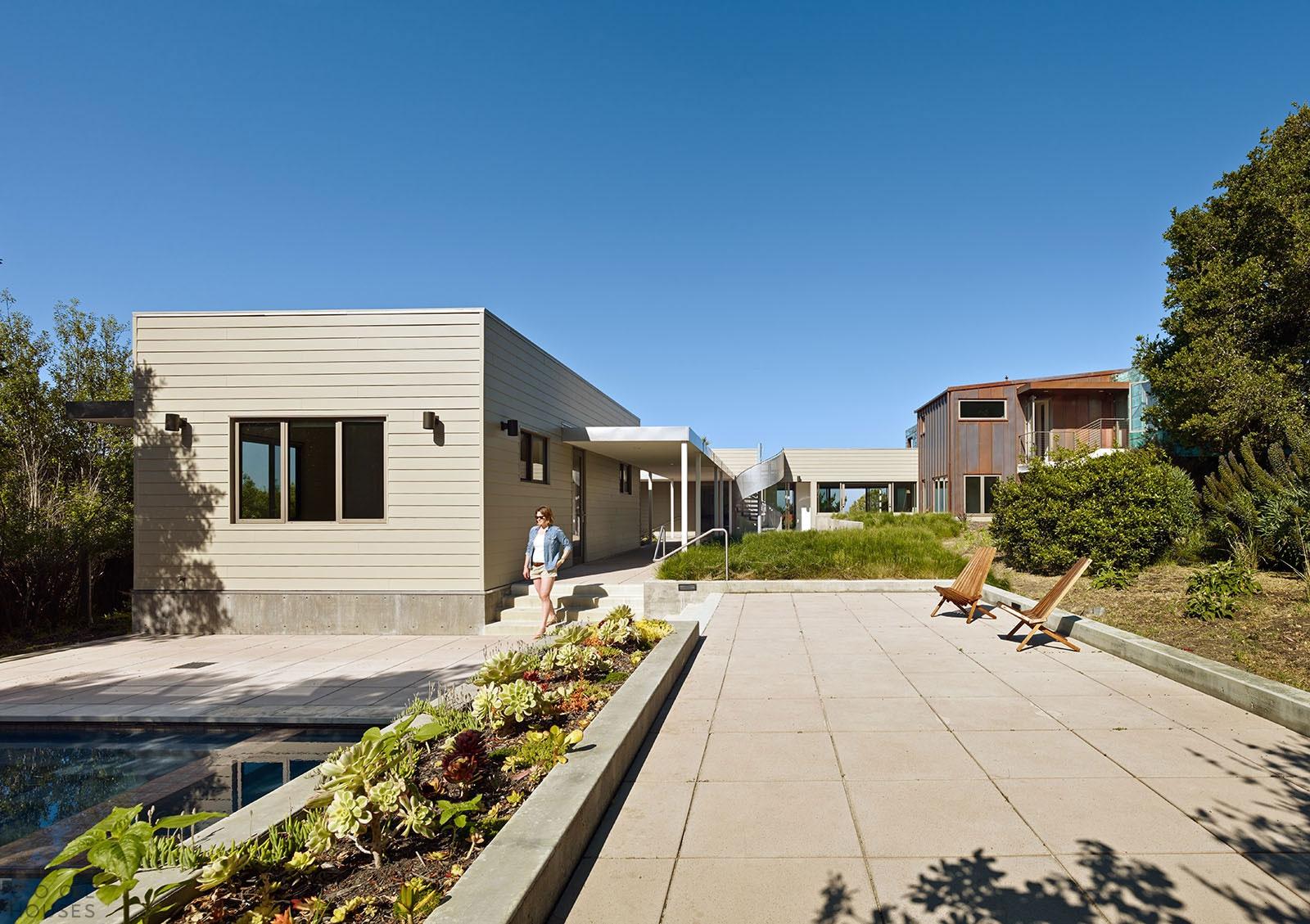 Современный особняк с видом на Тихий океан в Стинсон Бич, штат Калифорния, США