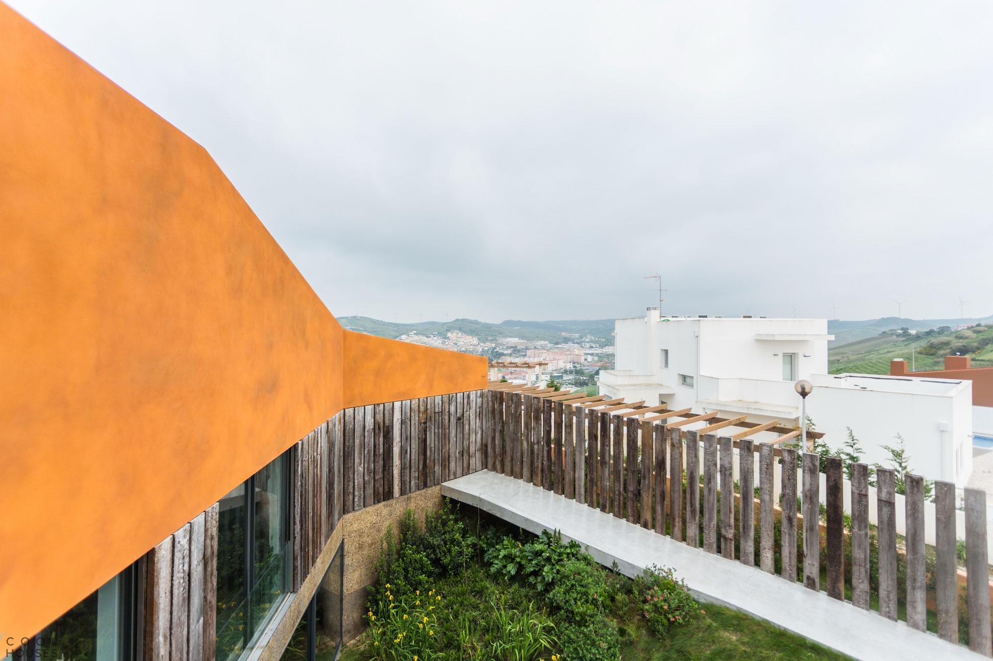Современный частный дом Varatojo в Португалии