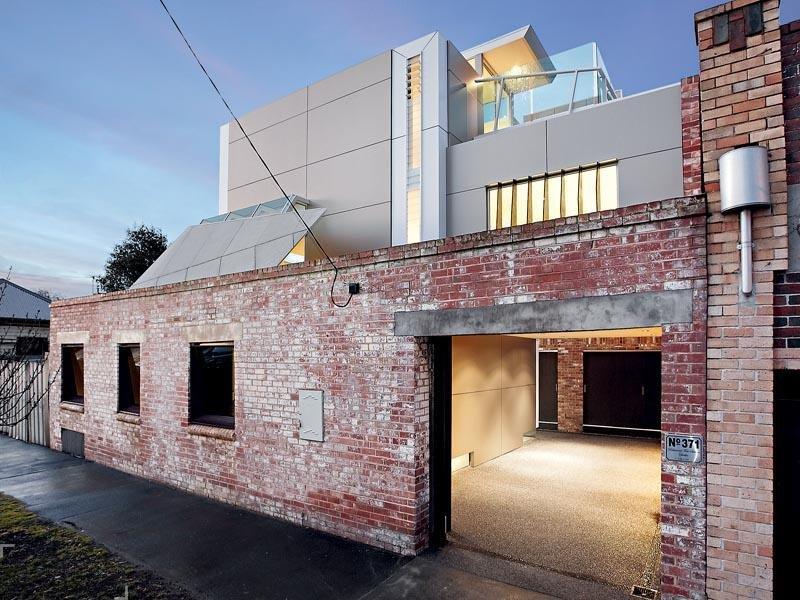 Современный дом в стенах старого вокзала в Австралии