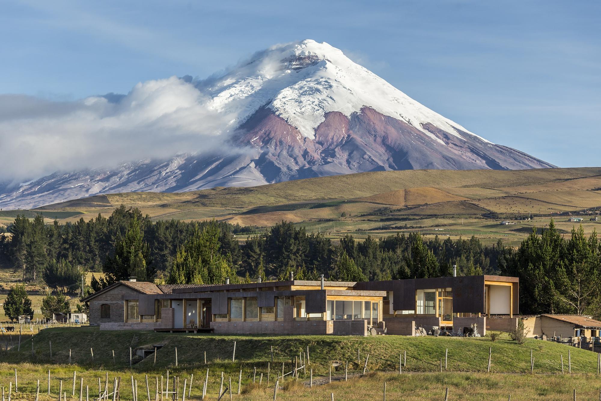 Современная уютная вилла в окружении вулканов, Эквадор