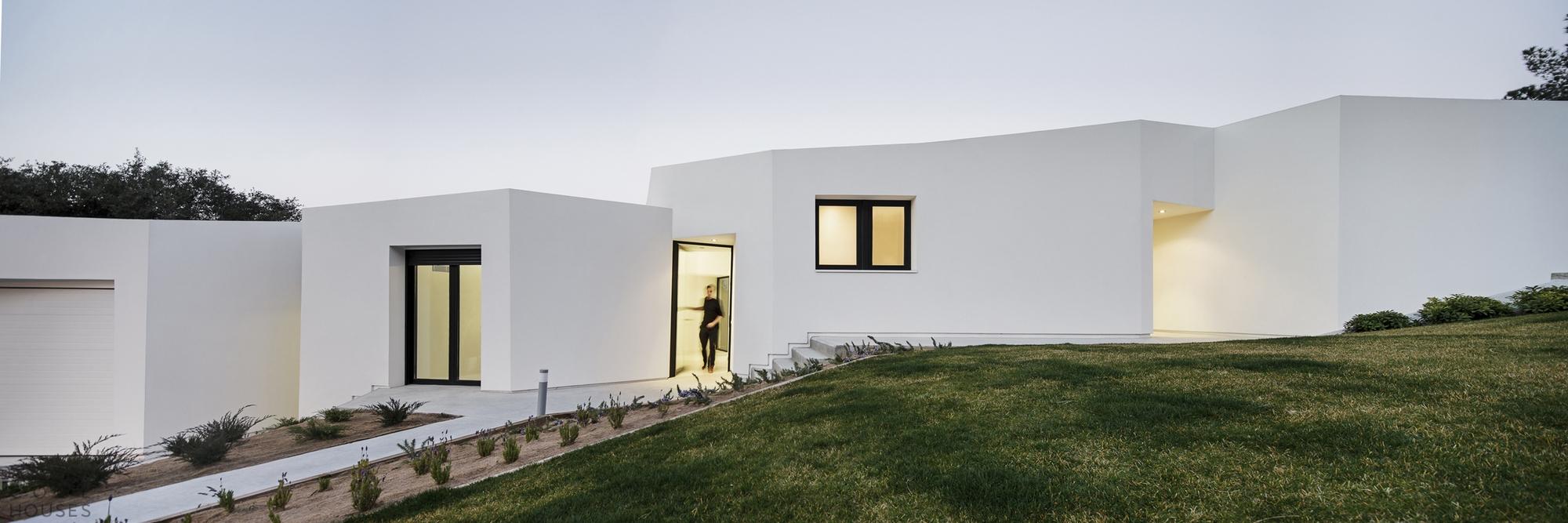 Дом в стиле минимализм в Барселоне, Италия