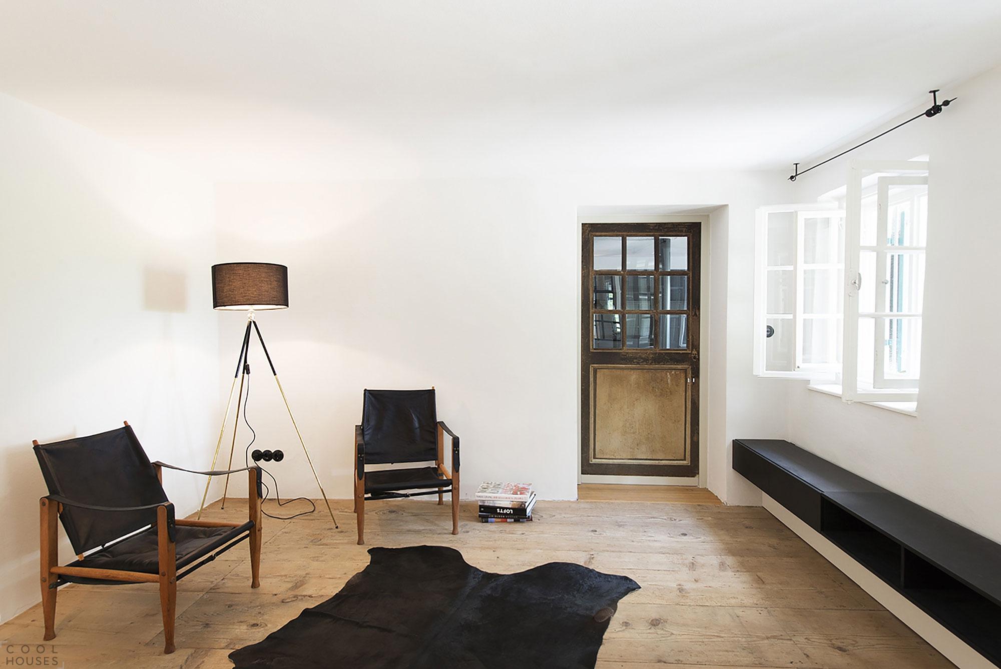 Классический загородный дом с уютным интерьером