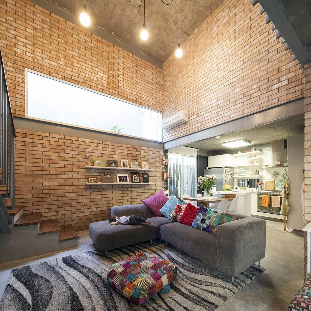 Небольшой дом в стиле лофт от студии Garza Camisai arquitectos