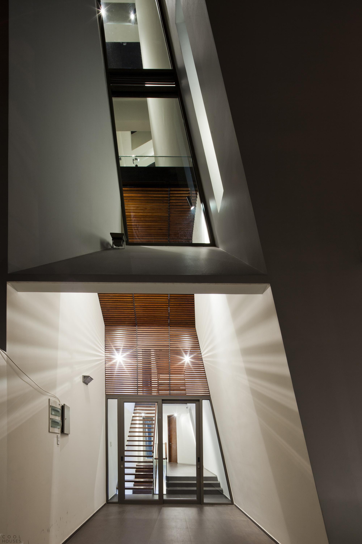 Продуманный проект трехэтажного дома от NHA DAN ARCHITECT