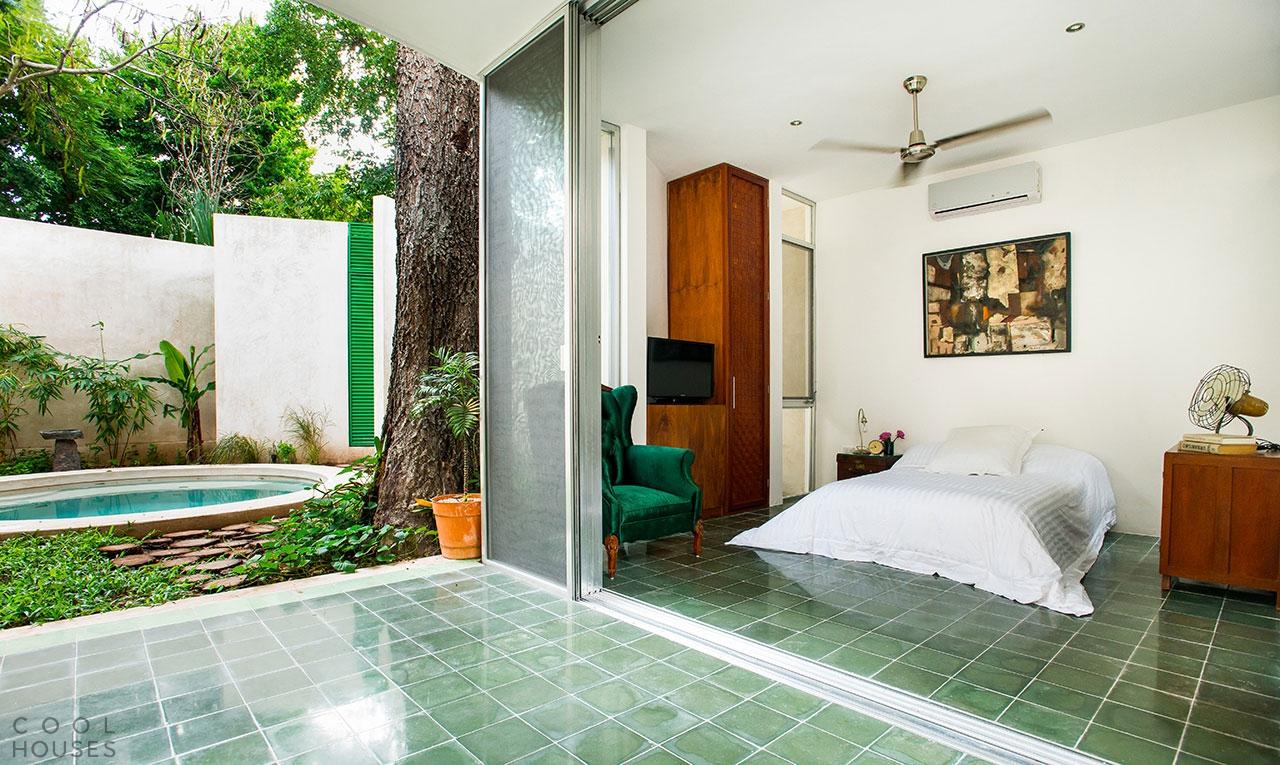 Роскошный двухэтажный дом в Мексике