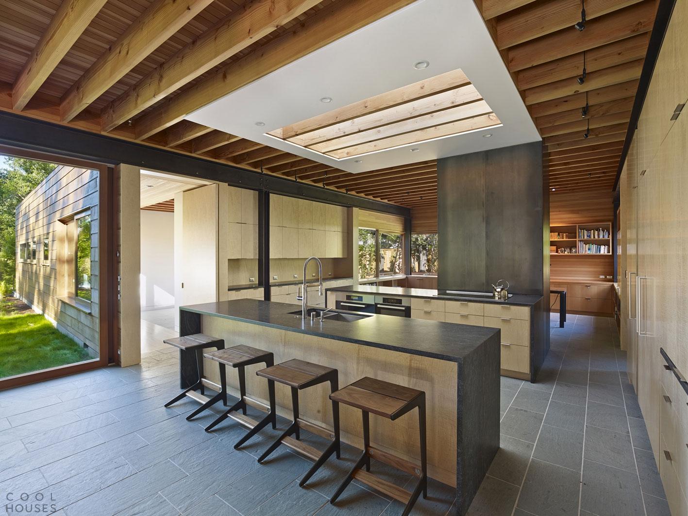 Современный одноэтажный дом из дерева в США