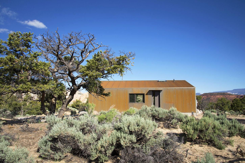 Частный дом в отдаленном пустынном месте в Capitol Reef, Торри, Юта, США