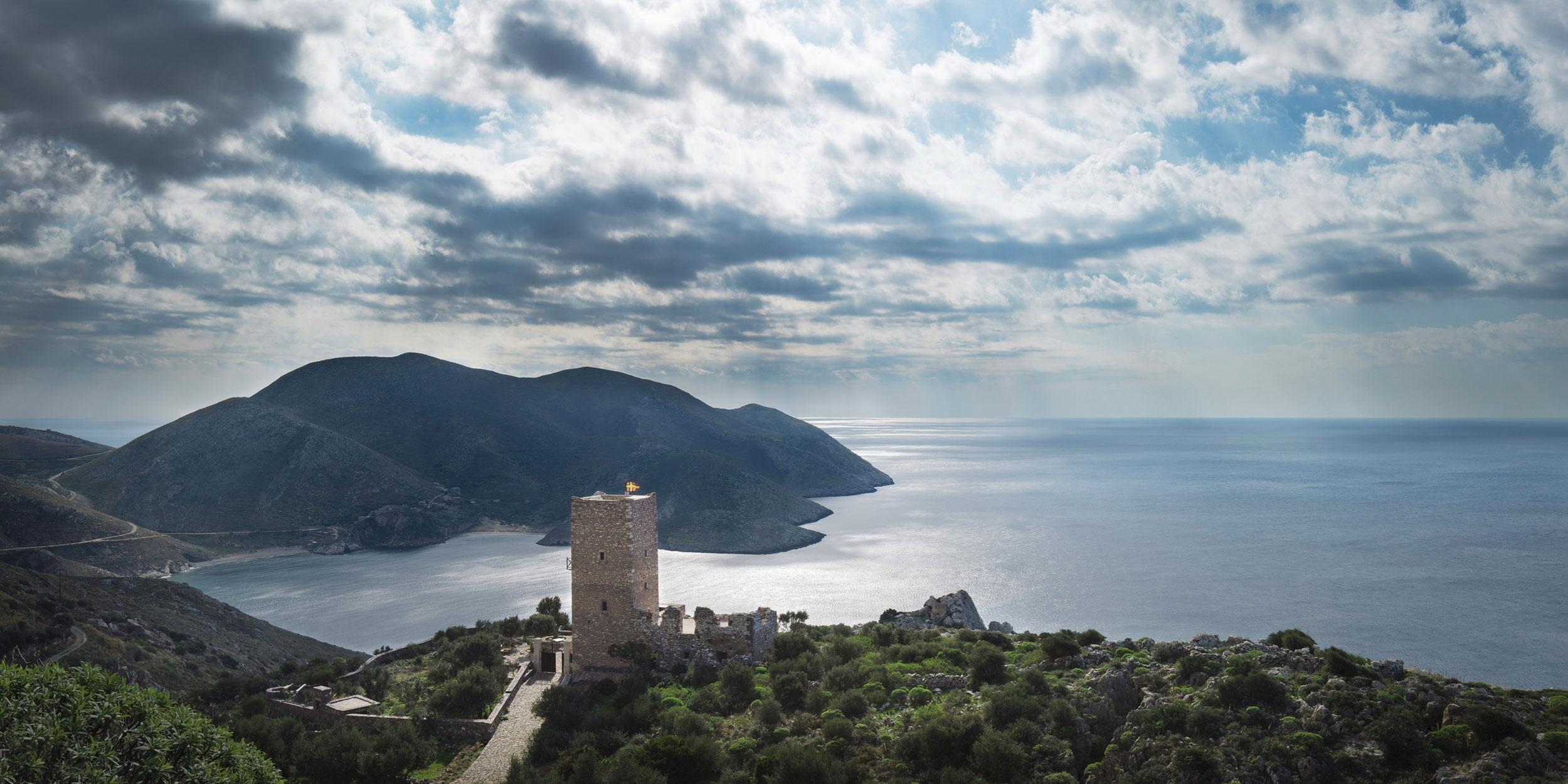 Отель в старой сторожевой башне с видом на Лаконский залив, Греция