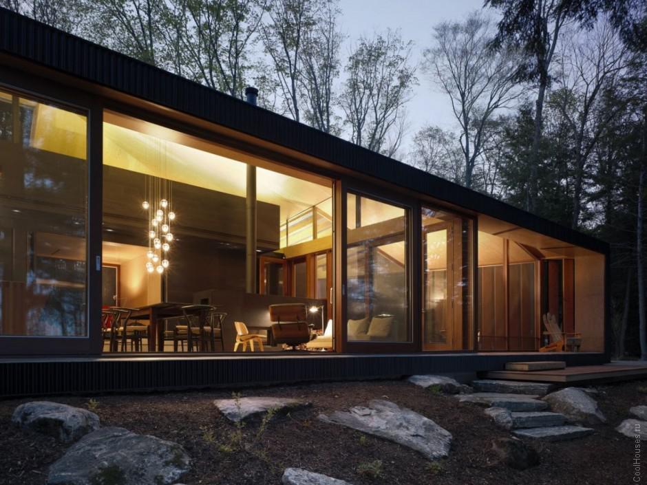 Интерьер дома с красивой мансардой