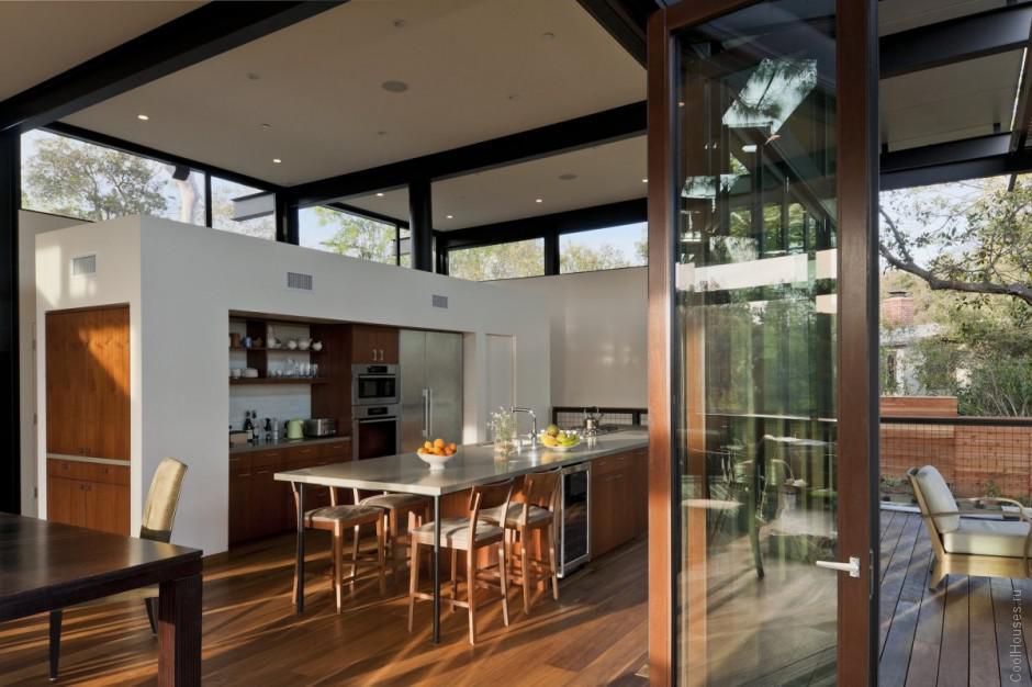 Интересный интерьер кухни в частном доме