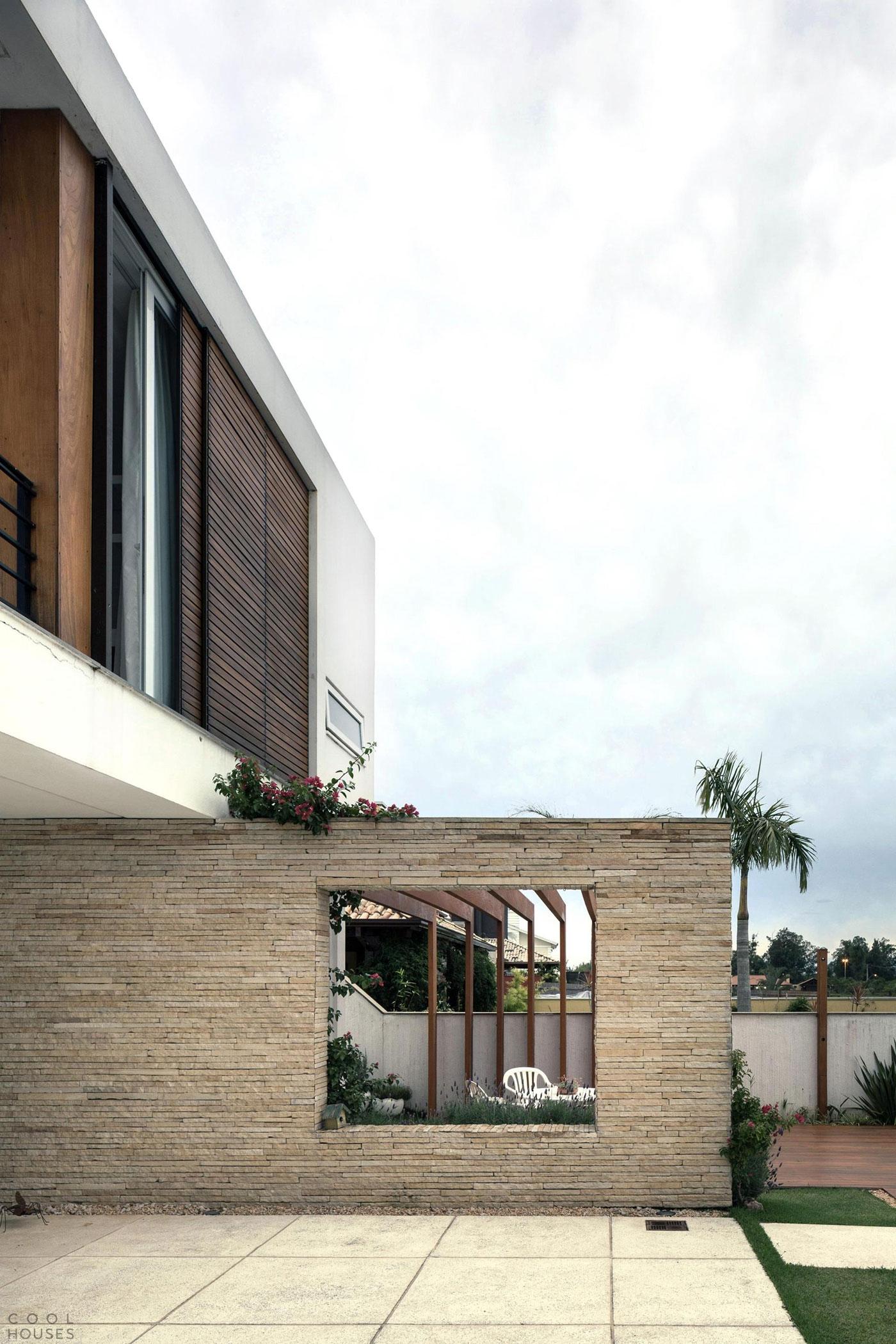 Дизайн красивого частного дома от студии AT Arquitetura