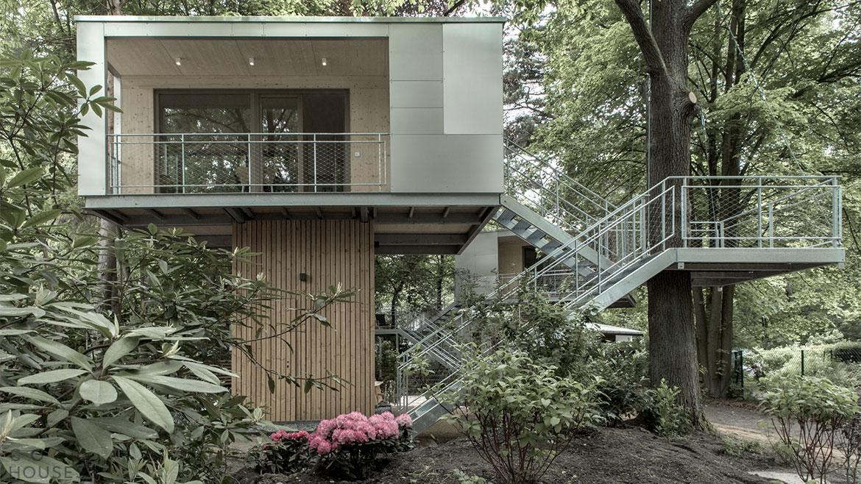 Современный уютный дом на дереве в Германии