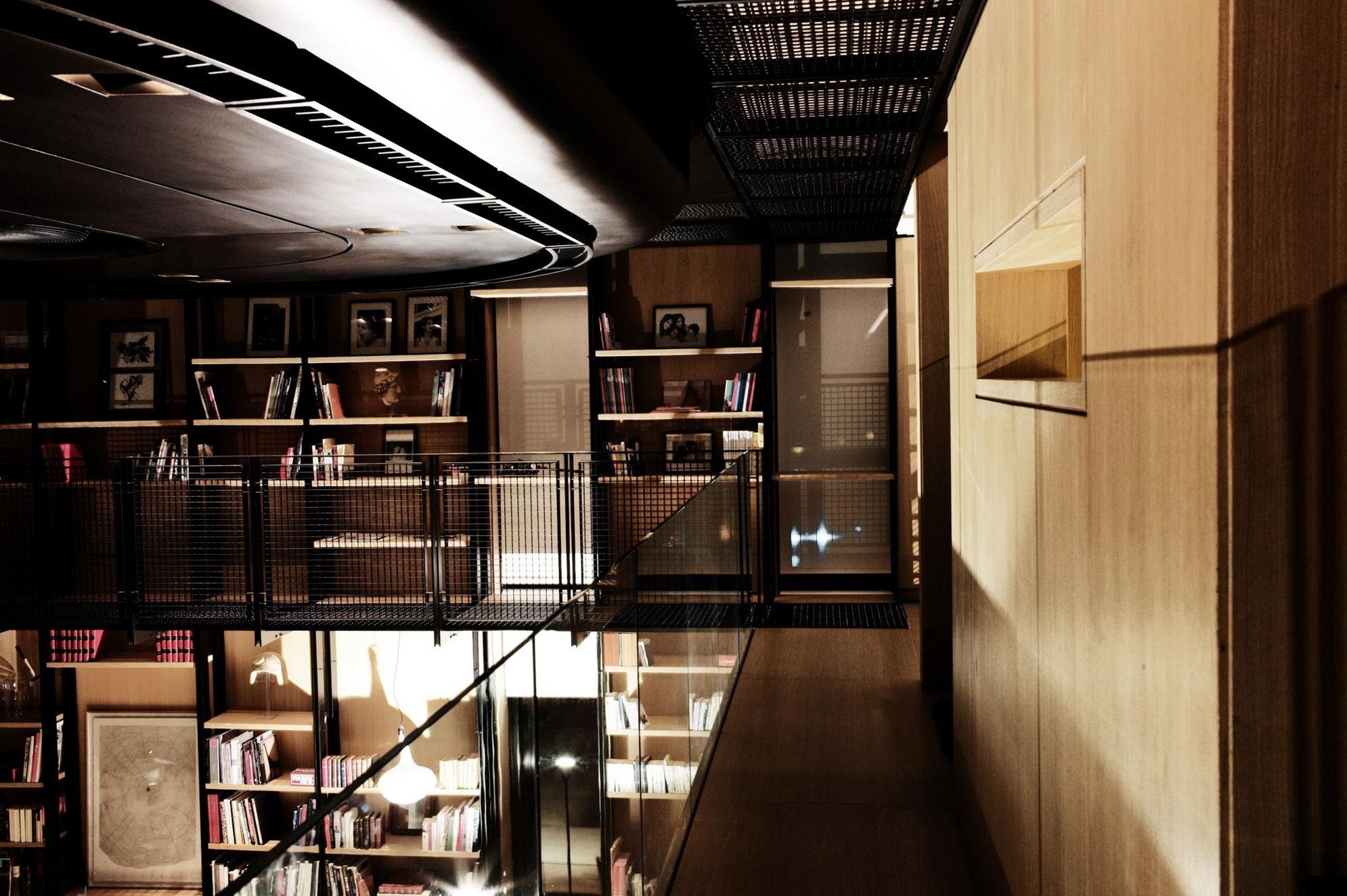 Трехэтажная квартира с шикарным видом от студии DW5 Design Studio