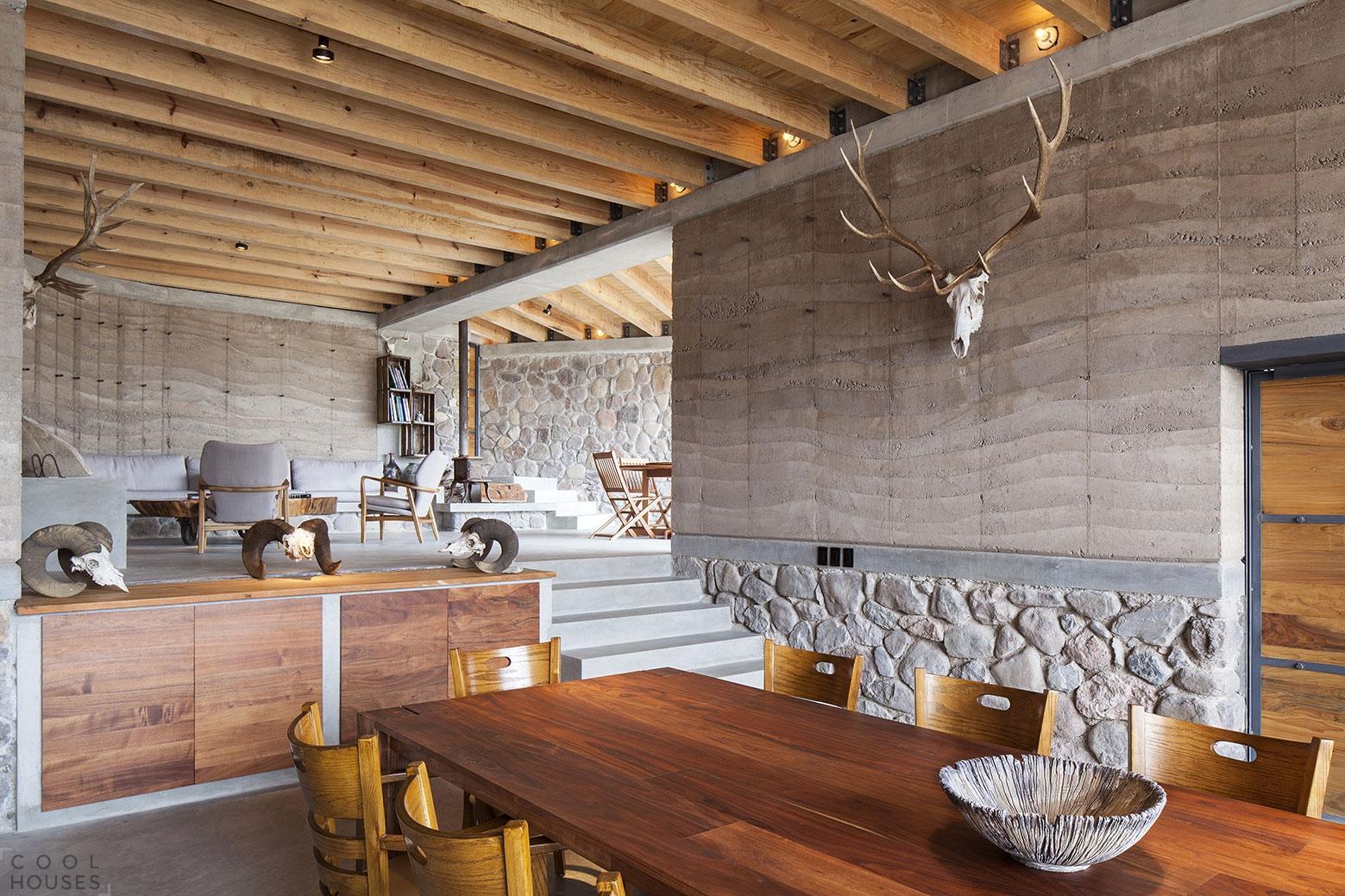 Удивительный дом Пещера на территории экологического заповедника в Мексике