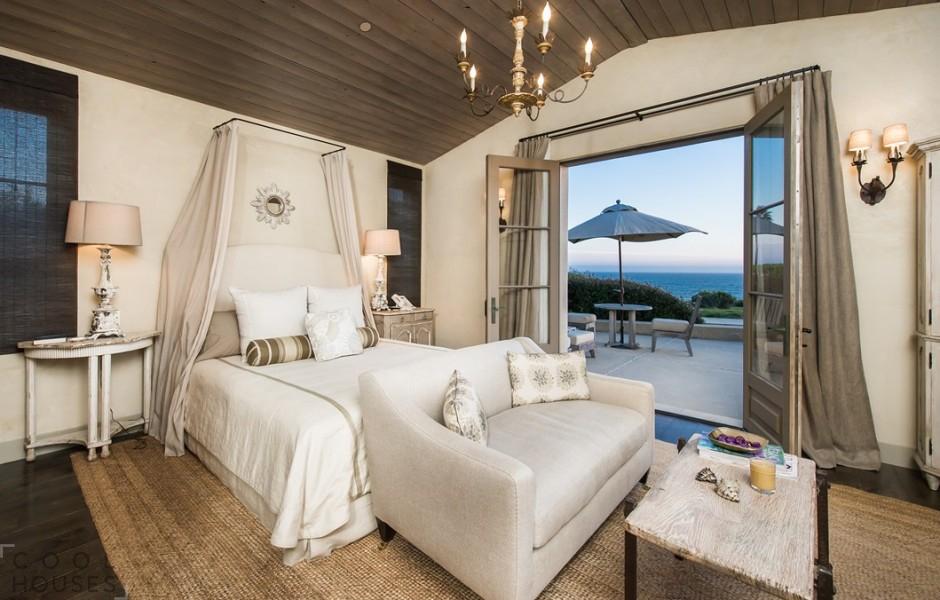 Дорогой особняк в классическом стиле на пляже Малибу