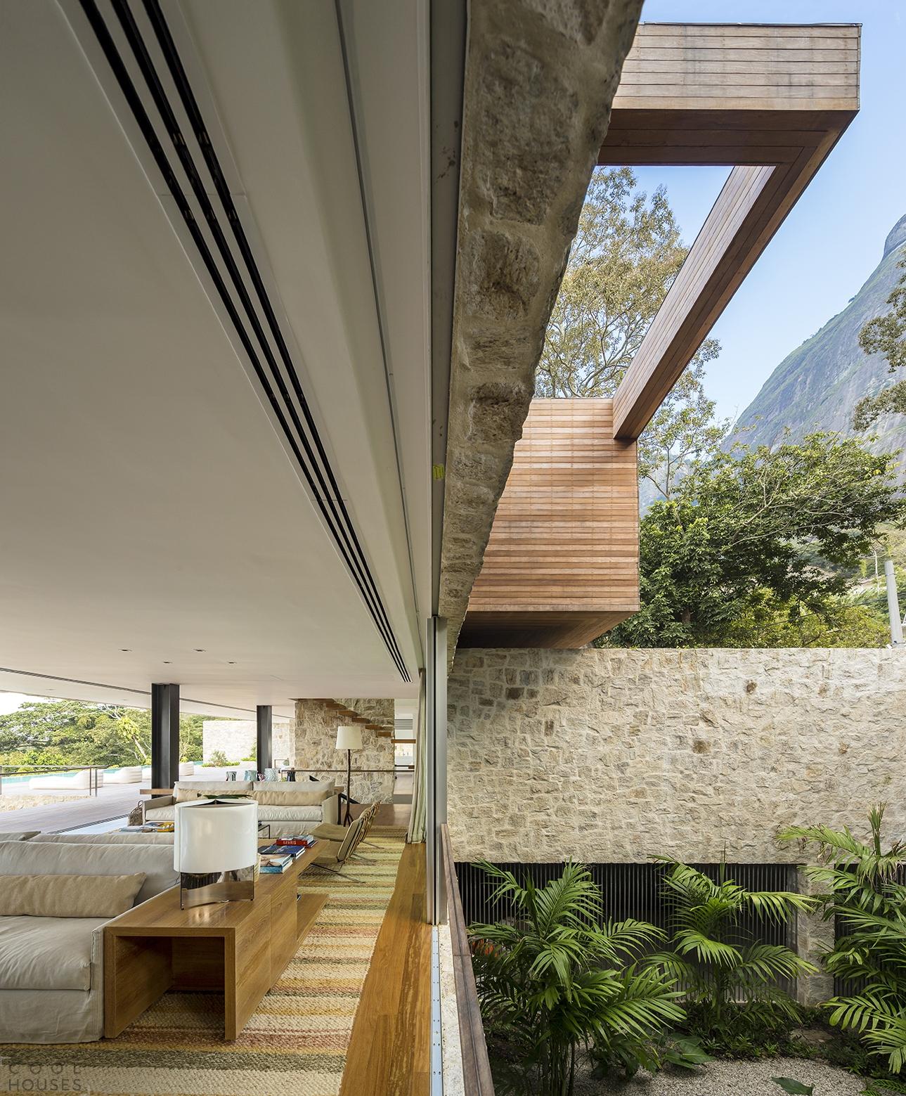 Современный трехэтажный дом в Рио-де-Жанейро, Бразилия