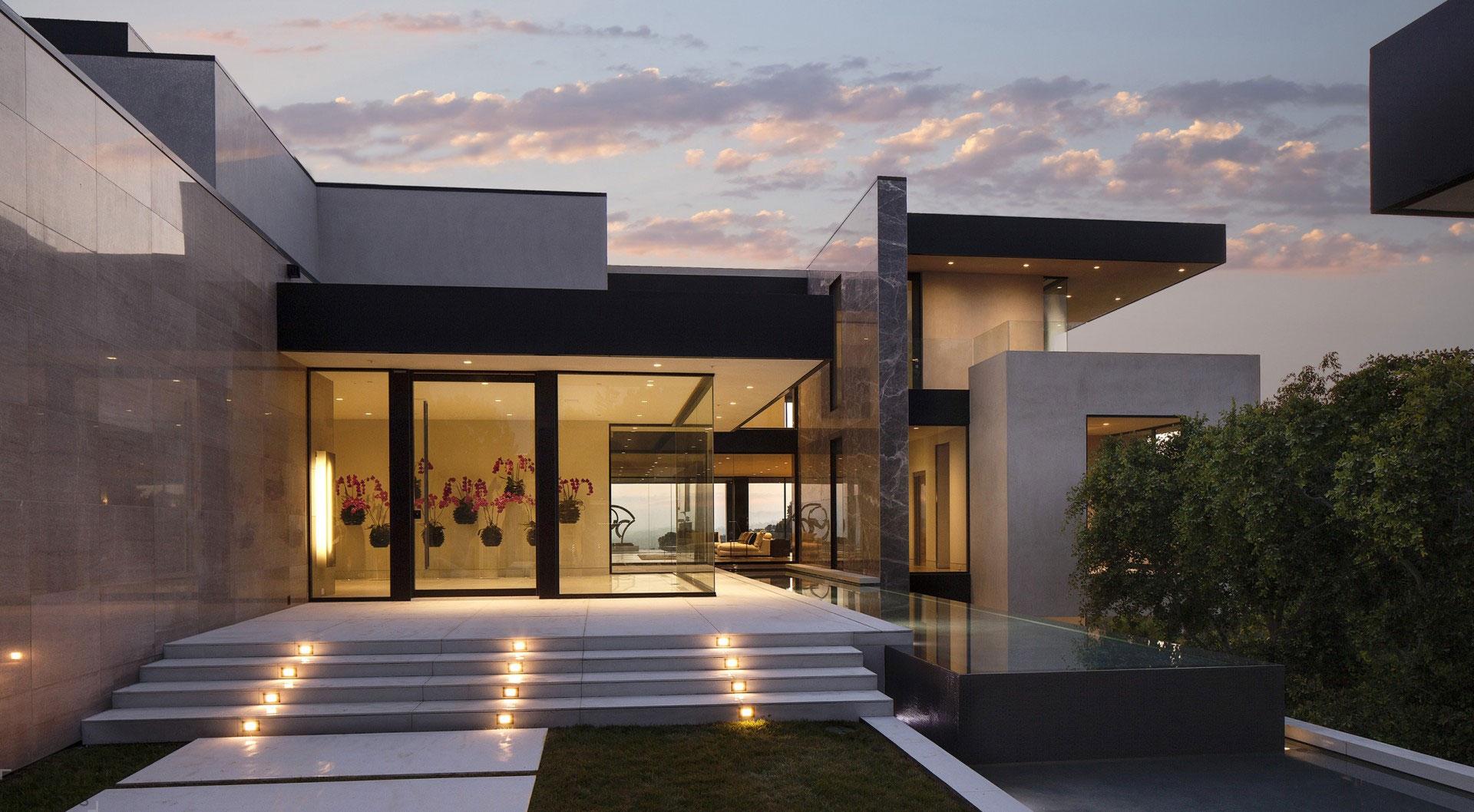 Яркий современный дом в Голливуде