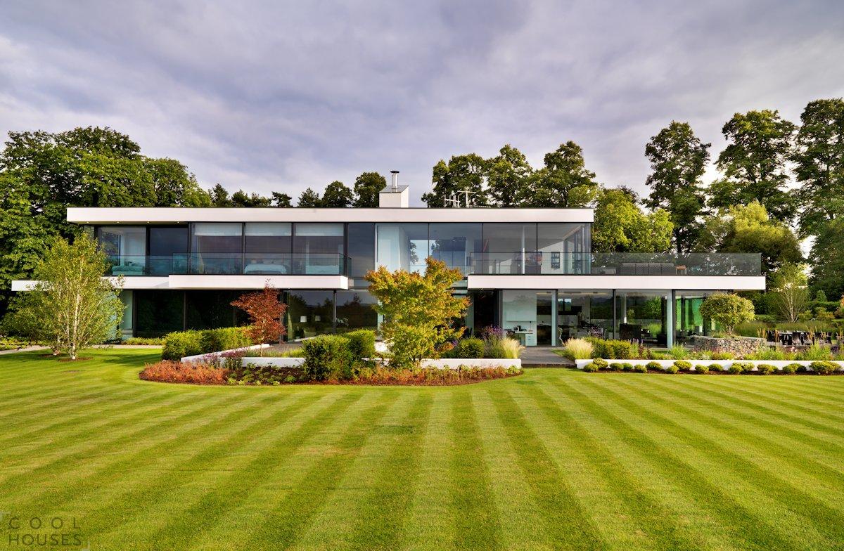Загородный двухэтажный дом в Англии