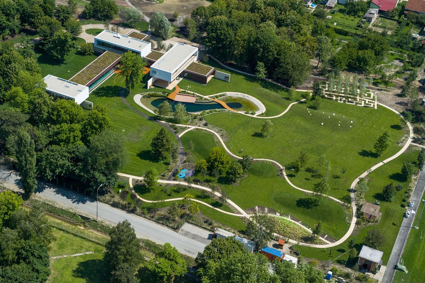 Частная вилла с потрясающим ландшафтным парком в Чепине, Хорватия