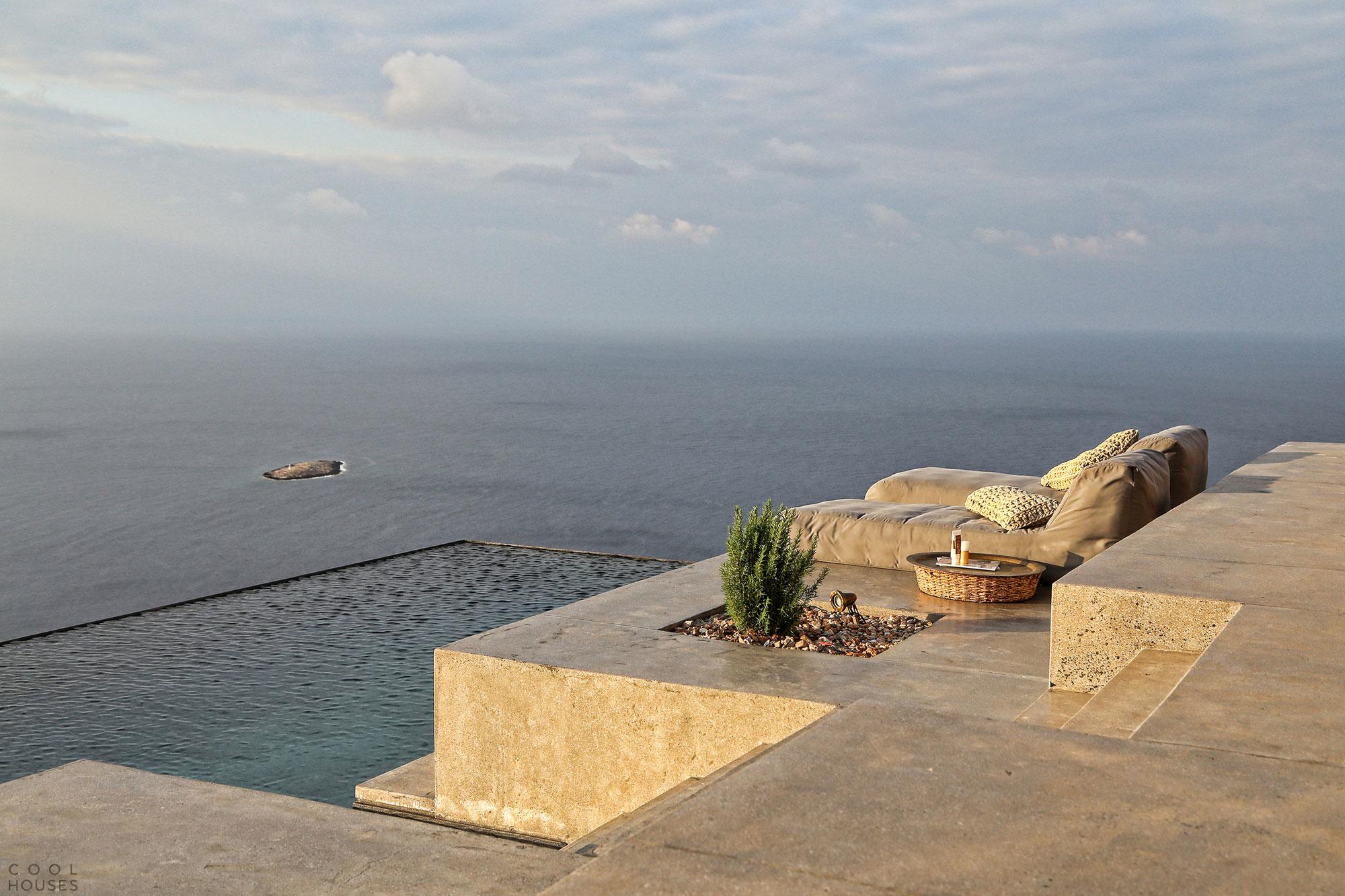 Летняя резиденция в греческом стиле на солнечном острове Сирос, Греция