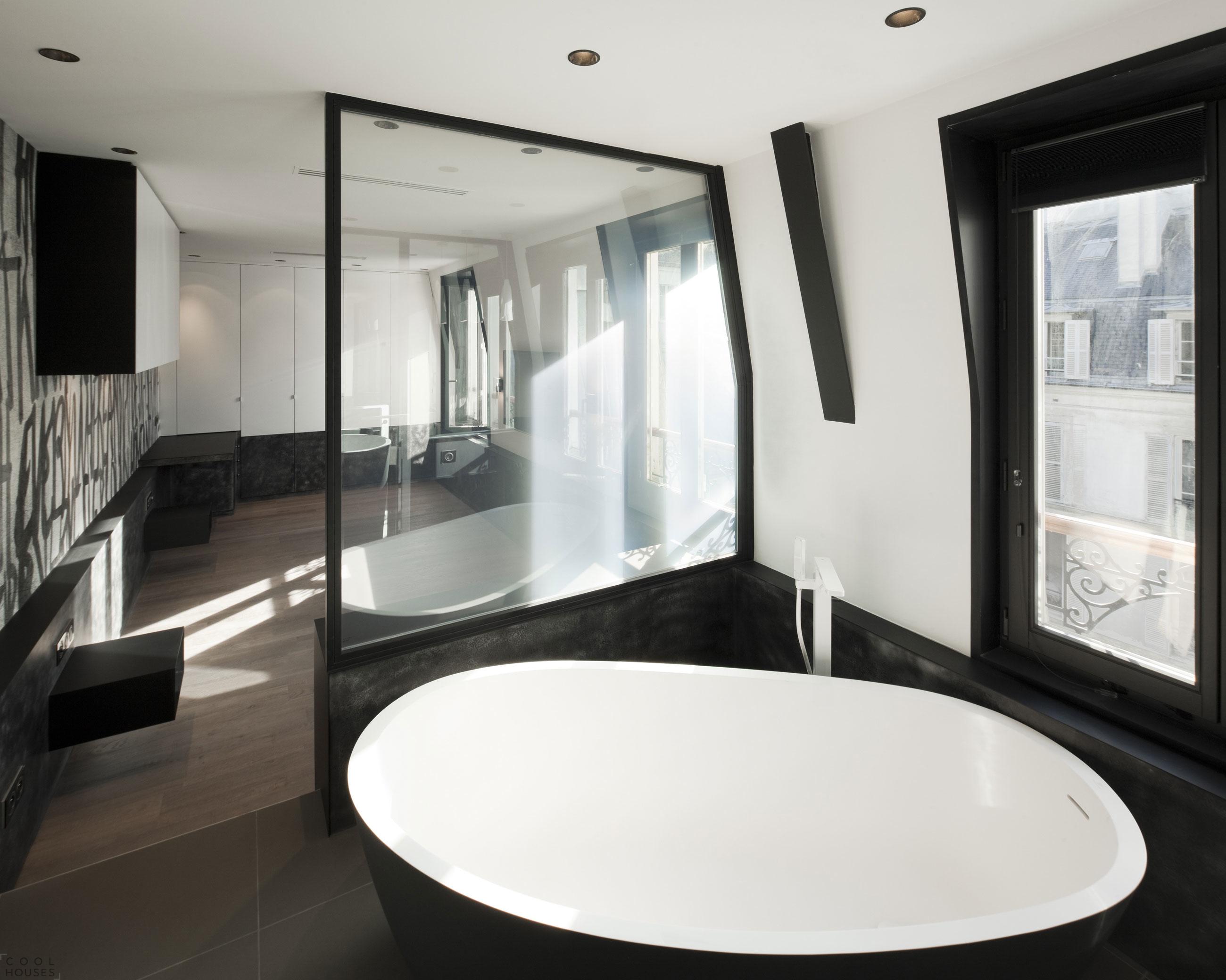 Шикарная мансардная квартира в Париже