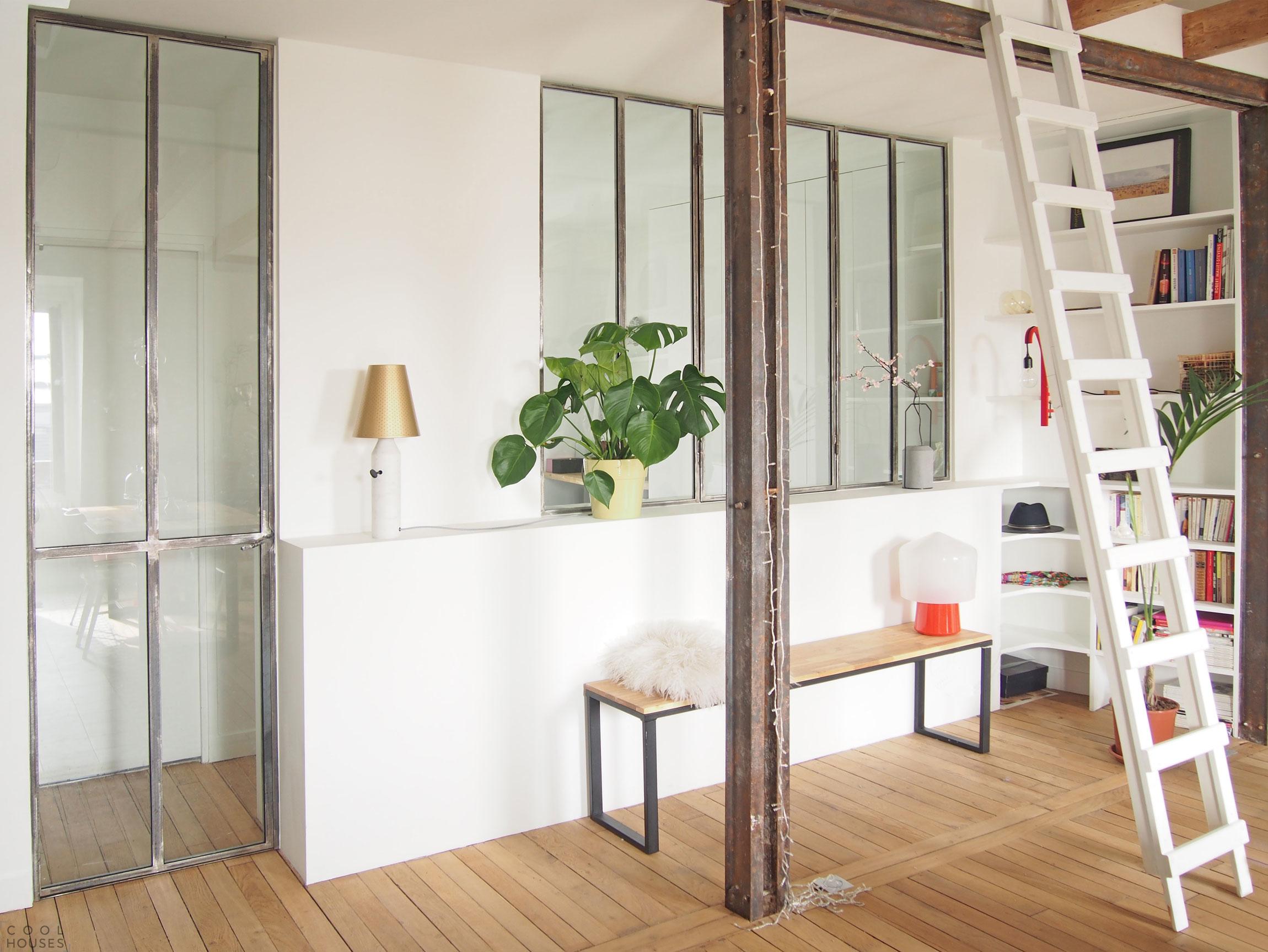 Современная квартира на месте чердачного помещения в столице Франции