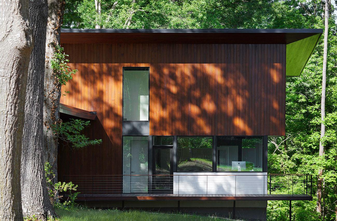 Современный дом в минималистическом стиле в «Дубовом городе», США